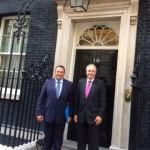 Με Ευρ. Στυλιανίδη εξερχόμενοι από την κατοικία του Βρετανού Πρωθυπουργού ΚΑΜΕΡΟΝ 2-9-14